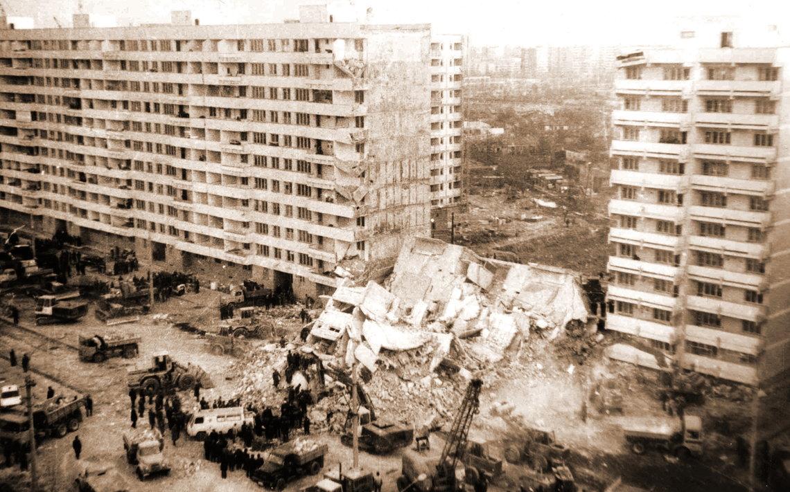 Bloc Militari prabusit la cutremurul din 1977